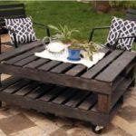 Table basse en palette pour le jardin